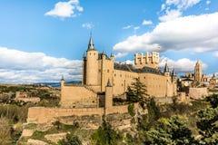 O grande Alcazar de Segovia, um dos lugares os mais interessantes na Espanha foto de stock