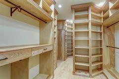 O grande armário de pessoas sem marcação alinhado com gavetas incorporados Fotos de Stock Royalty Free