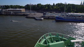 O grande ` de Viking Line do ` da balsa do mar sae do porto de Helsínquia Lapso de tempo filme