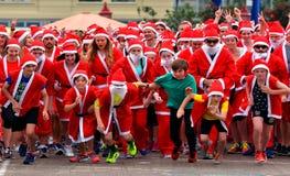 O grande KidsCan Santa Run Auckland Central Imagens de Stock Royalty Free