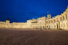 O grande palácio de Gatchina no pode crepúsculo Gatchina, região de Leninegrado Rússia fotografia de stock royalty free