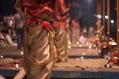 O grande ritual 2016 de india varanasi do puja imagens de stock royalty free