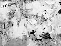 O Grunge de anúncio riscado velho do vintage mura o papel de cartaz rasgado quadro de avisos, quadro urbano Crumpl vincado fundo  foto de stock royalty free