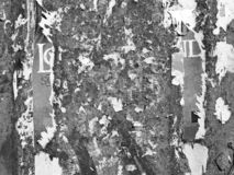 O Grunge de an?ncio riscado velho do vintage mura o papel de cartaz rasgado quadro de avisos, quadro urbano Crumpl vincado fundo  fotos de stock
