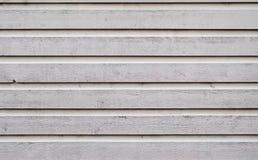 O Grunge que descasca o carvalho pintado branco embarca o fundo Fotos de Stock