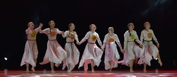 O grupo aberto da dança do ` s das crianças da dança Festival-2016 executa eslavo Fotos de Stock