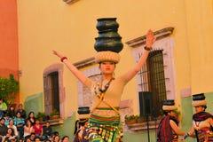 O grupo canadense-Philippino da dança executa Fotos de Stock Royalty Free