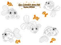 O grupo conecta os pontos tira o peixe dourado e a cor bonitos dos desenhos animados Jogo educacional para crian?as Ilustra??o do ilustração royalty free