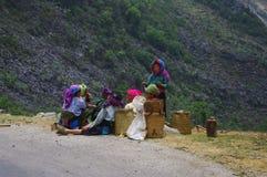 O grupo das mulheres brancas de Hmong levantou o almoço. Foto de Stock Royalty Free