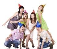 O grupo de adolescentes comemora o aniversário. imagem de stock royalty free