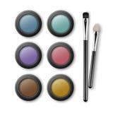 O grupo de Brown cor-de-rosa azul colorido Violet Yellow Turquoise Eye Shadows caso que com composição escova os aplicadores isol Fotos de Stock Royalty Free