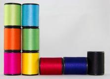 O grupo de cor rosqueia em um fundo branco Imagens de Stock Royalty Free