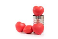 O grupo de coração vermelho no metal pode isolado no fundo branco, Cha fotografia de stock