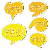O grupo de discurso amarelo da etiqueta borbulha e palavra sim Foto de Stock
