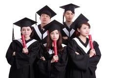 O grupo de estudante de graduados pensa Imagens de Stock