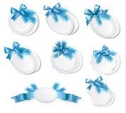 O grupo de etiquetas retros do Natal com presente azul curva-se Fotografia de Stock Royalty Free