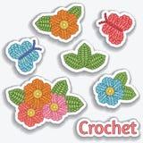 O grupo de faz crochê elementos Flores, borboletas, folhas Fazer crochê pontos Fotos de Stock Royalty Free