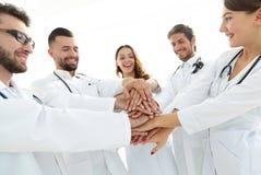 O grupo de internos médicos mostra sua unidade Imagens de Stock
