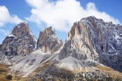 O grupo de Langkofel no italiano: Gruppo del Sassolungo a montanha do maciço nas dolomites ocidentais fotos de stock