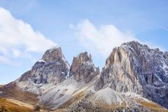 O grupo de Langkofel no italiano: Gruppo del Sassolungo a montanha do maciço nas dolomites ocidentais fotos de stock royalty free