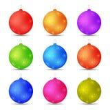 O grupo de Natal brinca flocos de neve das bolas em cores diferentes Fotos de Stock