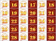 O grupo de ouro numera de 16 a 30 e da palavra do ano Fotografia de Stock Royalty Free