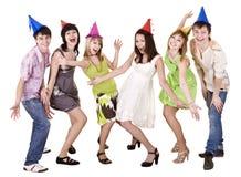 O grupo de pessoas feliz comemora o aniversário. fotografia de stock