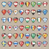 O grupo de ponteiros do mapa dos desenhos animados com mundo indica bandeiras Imagem de Stock