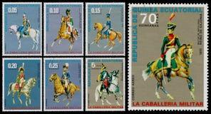 O grupo de selos impressos na Guiné Equatorial mostra o unifor do exército Fotografia de Stock Royalty Free