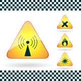 O grupo de sinais de perigo de advertência triangulares transmite por rádio emiss Foto de Stock Royalty Free