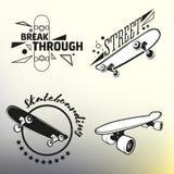 O grupo de skateboarding simboliza, etiquetas e projetou ilustração stock