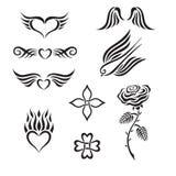O grupo de tatuagem tribal que inclui corações, aumentou, swall ilustração stock