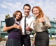 O grupo de trabalhadores de escritório expressa o happyness Foto de Stock Royalty Free