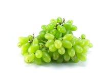 o grupo de uvas verdes maduras e suculentas fecha u Imagens de Stock