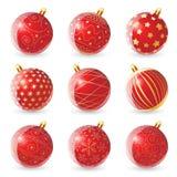 O grupo de vermelho brilhante coloriu bolas do Natal com diversos teste padrão do ouro no fundo branco Ilustração do vetor Fotos de Stock