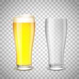 O grupo de vidro, esvazia e com cerveja em um fundo transparente S Fotografia de Stock Royalty Free