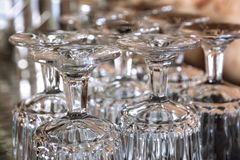 O grupo de vidros bebendo girou de cabeça para baixo Imagem de Stock Royalty Free