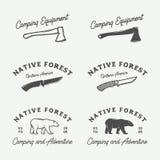 O grupo de vintage que acampa exterior e aventura-se logotipos, crachás ilustração stock