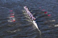 O grupo do ` s do St Catharine compete na cabeça da juventude oito do ` s de Charles Regatta Men Imagem de Stock
