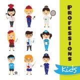 O grupo do vetor de desenhos animados bonitos caçoa em profissões diferentes Coleção das profissões das crianças Foto de Stock Royalty Free