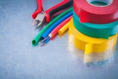 O grupo dos cabos de cobre da proteção do fio metal a isolação Ta das pinças Fotografia de Stock Royalty Free