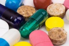 O grupo dos comprimidos fecha-se acima da vista Imagens de Stock Royalty Free