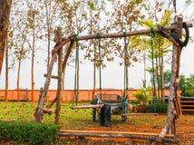 O grupo e o veículo de madeira do balanço Imagem de Stock Royalty Free