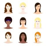 O grupo fêmea do avatar, mulher enfrenta ícones Moças brancas e pretas com vário penteado Projeto de caráter fêmea ilustração do vetor