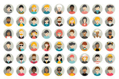 O grupo mega de pessoas do círculo, avatars, povos dirige a nacionalidade diferente no estilo liso Foto de Stock