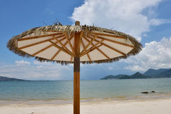 O guarda-chuva de praia Fotografia de Stock