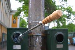 O guarda-chuva recicl dentro o escaninho Imagem de Stock