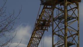 O guindaste de torre gerencie seu crescimento filme