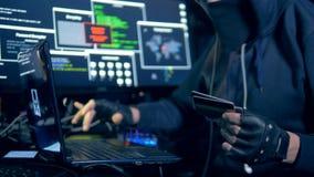 O hacker está roubando a informação dos cartões de crédito video estoque