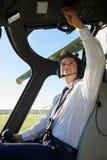 O helicóptero de In Cockpit Of do piloto antes decola fotos de stock